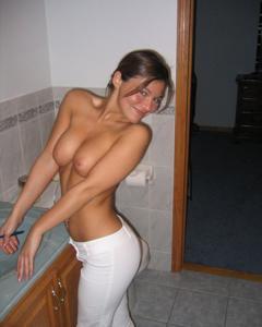 Милая телочка с хорошей грудью