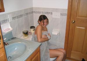 Милая телочка с хорошей грудью - фото #9