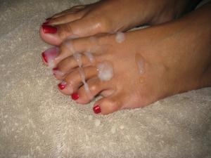Обкончал жене пальцы ног