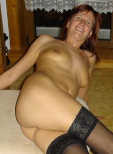 Худая дама сняла красное нижнее белье - фото #20