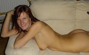 Худая дама сняла красное нижнее белье - фото #28