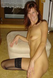 Худая дама сняла красное нижнее белье - фото #32