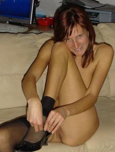 Худая дама сняла красное нижнее белье - фото #36
