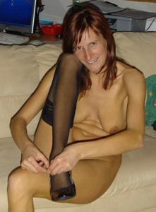 Худая дама сняла красное нижнее белье - фото #37