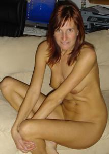 Худая дама сняла красное нижнее белье - фото #39