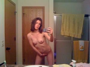 Худая с большими половыми губами - фото #8