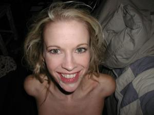 Блондинка тащится делая мужу минет - фото #9