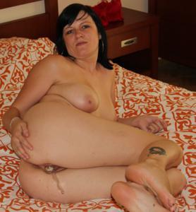 Моника играет с секс игрушкой - фото #10