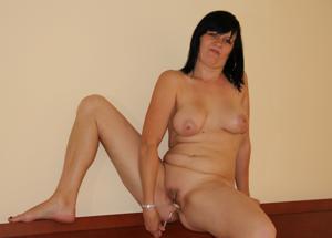 Моника играет с секс игрушкой - фото #16