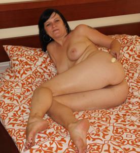 Моника играет с секс игрушкой - фото #18