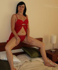 Моника играет с секс игрушкой - фото #31