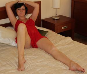 Моника играет с секс игрушкой - фото #32