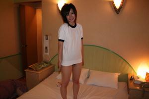 Вкусняшка между ног азиатки - фото #17