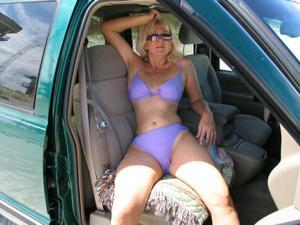 Зрелая Ленна в бикини и без - фото #1