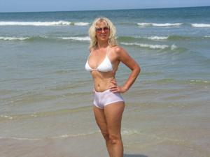 Зрелая Ленна в бикини и без - фото #11