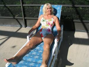 Зрелая Ленна в бикини и без - фото #14