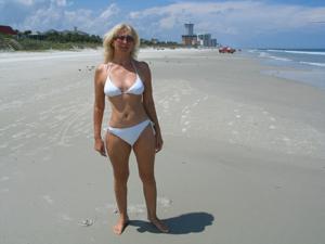 Зрелая Ленна в бикини и без - фото #25