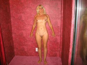 Зрелая Ленна в бикини и без - фото #32