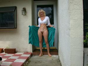 Зрелая Ленна в бикини и без - фото #42