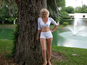 Зрелая Ленна в бикини и без - фото #45