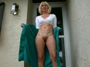 Зрелая Ленна в бикини и без - фото #46