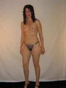 Высокая женщина с небольшой грудью - фото #3