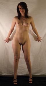 Высокая женщина с небольшой грудью