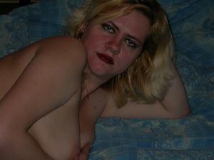 Светка позирует в кровати - фото #5