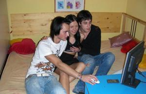 Александра с двумя парнями - фото #2