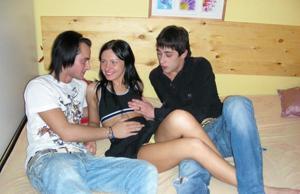 Александра с двумя парнями - фото #3