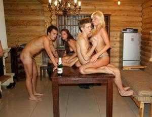 Групповушка с русскими подружками - фото #10