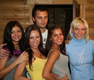 Групповушка с русскими подружками - фото #48