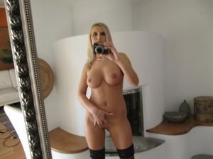 Селфи классной блондинки - фото #17
