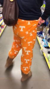 Показала голую жопу в магазине - фото #7