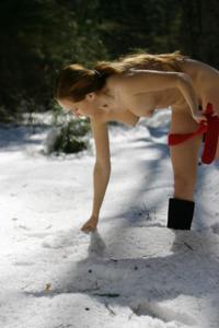 Кристина голая в лесу - фото #36