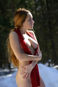 Кристина голая в лесу - фото #4