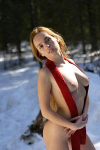 Кристина голая в лесу - фото #6