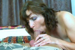 Женщина с пустыми сиськами сосет и ебется - фото #3