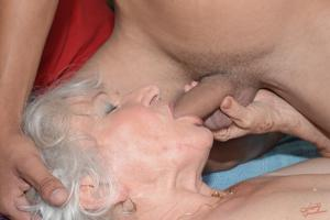 Старухи с молодыми любовниками - фото #30