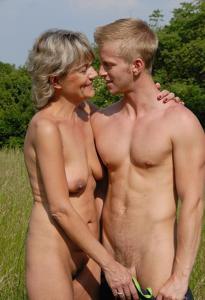 Старухи с молодыми любовниками - фото #45