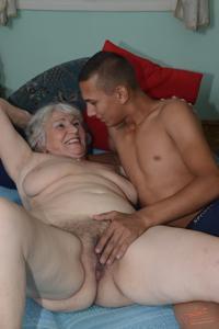 Старухи с молодыми любовниками - фото #5