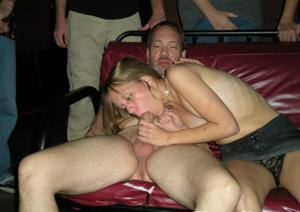 Взрослые мужики отдыхают с молодыми блядями - фото #30