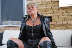 Старая секс бомба Анджела - фото #16