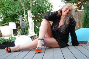 Старая секс бомба Анджела - фото #3