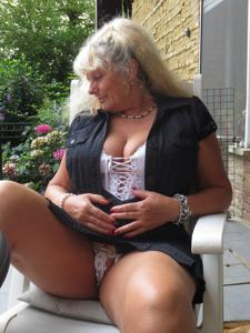 Старая секс бомба Анджела - фото #34