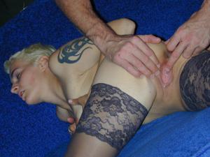 Секс с тощей татуированной блондинкой - фото #13