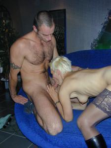 Секс с тощей татуированной блондинкой - фото #7