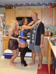 Три веселые подруги лесбиянки - фото #34