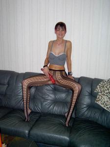 Худая рыжая женщина дает во все дырки - фото #18