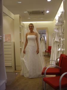 Роскошная женщина недавно вышла замуж - фото #17